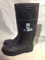 Steel toe rubber boots size 8