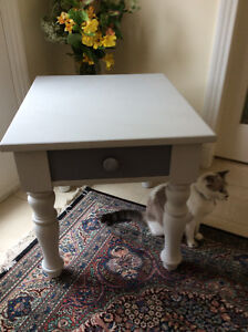 Solid, sweet Broyhill side table