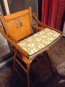 Chaise haute antique vintage
