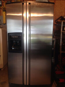 Kitchenaid side by side 27pi³, stainless steel West Island Greater Montréal image 1