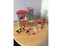 Le toy van wooden fire station set