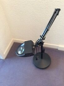 Magnifying hobby lamp