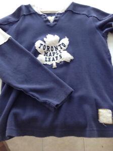 Maple leaf retro sweater