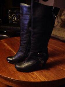 Size 9 leather ladies boots  Belleville Belleville Area image 1
