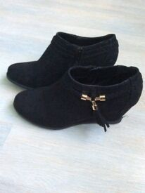 Girls black wedge boots size 4