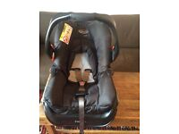 Baby Car Seat/ Carrier and Isofix base.