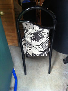 """Black Oval Table 48"""" long with 1"""" insert and 4 cool chairs London Ontario image 2"""