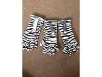 "3 pairs ""BRAND NEW"" zebra pattern fleece gloves"