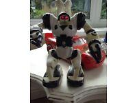 Mini Robosapien robot toy