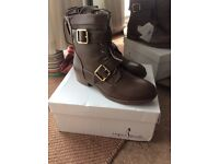 New size 4 brown boots