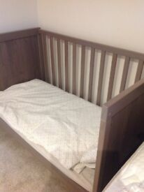 Baby cot bed - fantastic condition