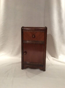 >> Antique Bedside Table <<