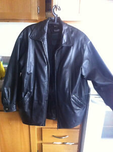 Danier Leather Jacket w Detachable Thinsulate lining Size P/P