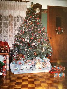 Sapin de Noël avec toutes les décorations