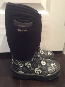 Boys bogs black top toddler / child size 12
