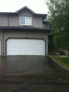 EXCELLENT FURNISHED TOWNHOUSE IN BRIARWOOD - MAY 1st