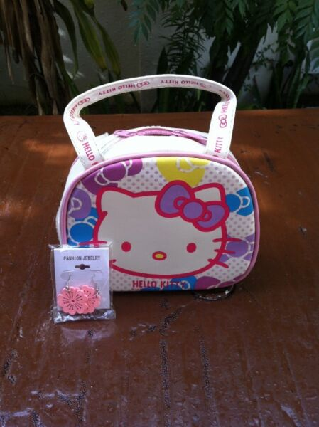 Hello Kitty handbag. In good condition. Dimension 20 x 15 x 7cm. Giving away pink earrings