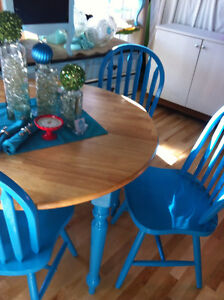 Wood dining table w/4 chairs turquoise