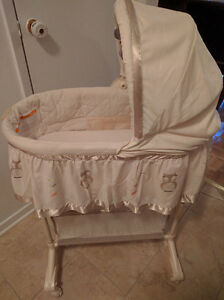Owl themed bassinet West Island Greater Montréal image 2