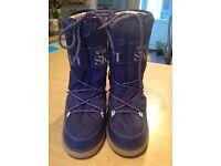 Size 6-8 Tecno apres ski boots.