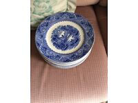 12 blue willow pattern dinner plates