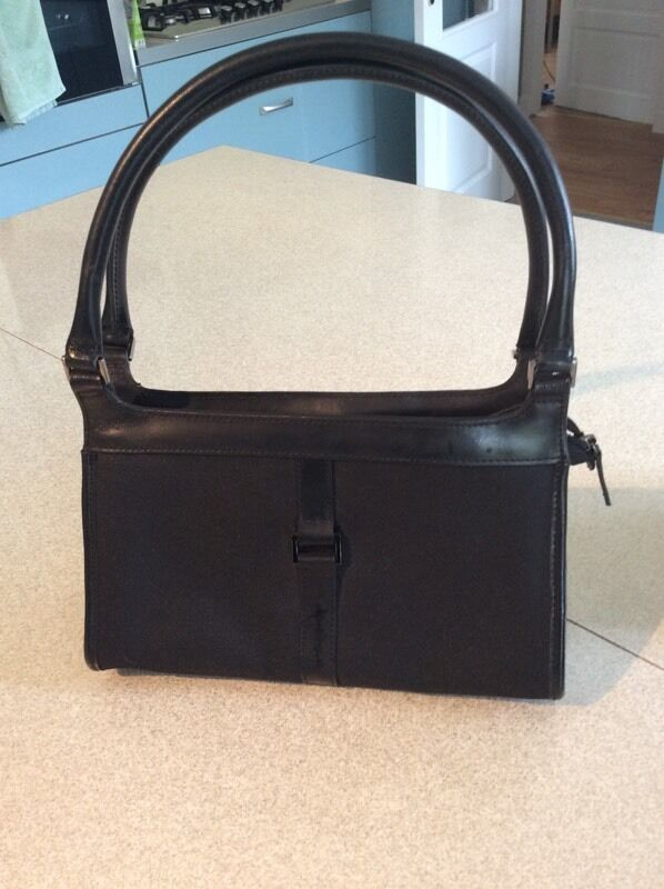 Ladies black handbagin Uddingston, GlasgowGumtree - Jasper Conrad ladies black handbag trimmed with leather. It has a zipped compartment inside. This handbag is in excellent condition and spotless inside