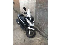 Honda PCX125 2011 WITH GIVI WINDSHIELD