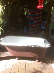 Clawfoot cast iron bathtub Peterborough Peterborough Area image 1