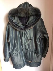 Manteau satiné pour femme avec fourrure véritable medium