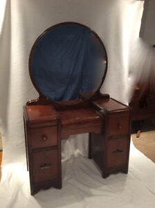>>> ANTIQUE VANITY WITH MIRROR <<<