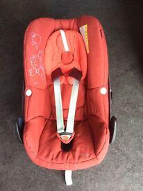 Maxi Cosi Pebble Car Seat With Family Fix (free footmuff)