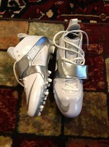 Nike size 8.5 silver and white football shoes