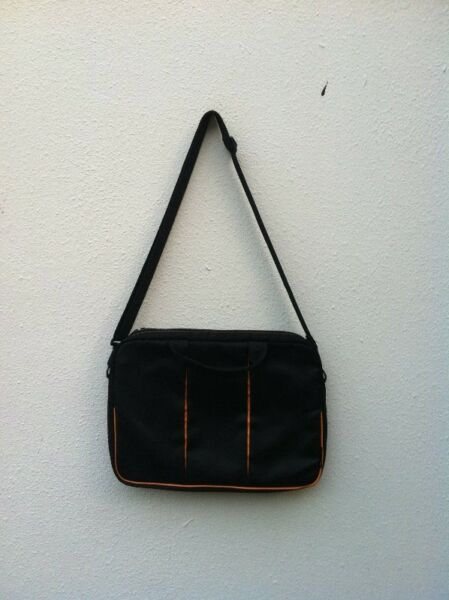Lenovo laptop bag. Seldom use and in very good condition.