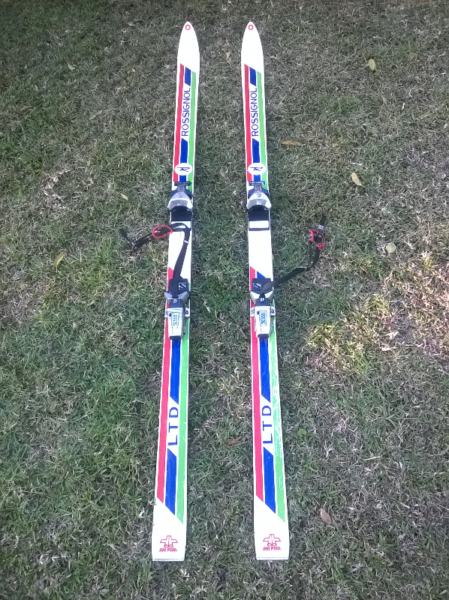 Rossignol snow skis with carry bag. Length approx 178 cm. Weight approx 7 kg.