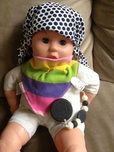 Chapeau Oops, jouet de dentition et foulard
