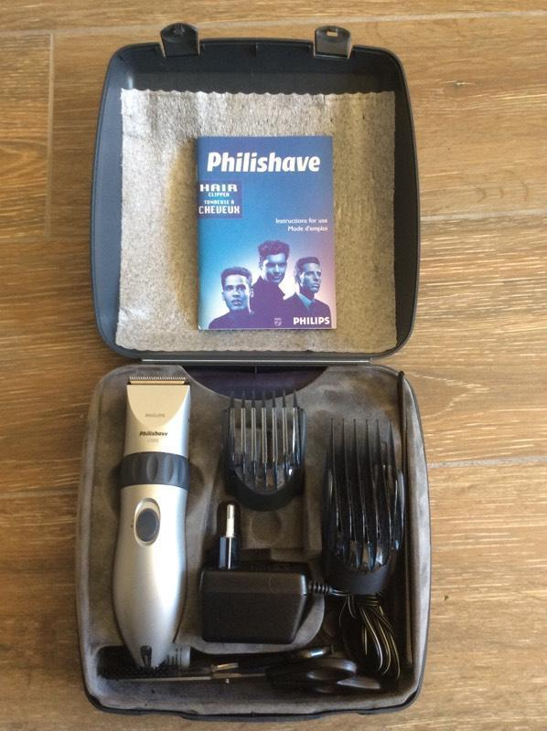 philishave c688 rechargeable hair clipper beard trimmer complete set in cornwall gumtree. Black Bedroom Furniture Sets. Home Design Ideas