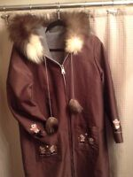 Woman's inuet size M coat beautiful fur on hood nylon outer