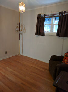 Room for professionals or ST CLAIR students Windsor Region Ontario image 6