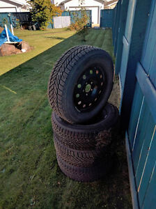 Selling Winter tires on rims size P226/60r16