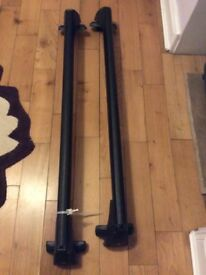 Roof bars to fit an Audi A4 (1995-1999 models) with key