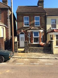 An attractive three bed end terrace house in a choice area of Rochester to let