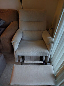 Free recliner chair, works perfectly must pick up