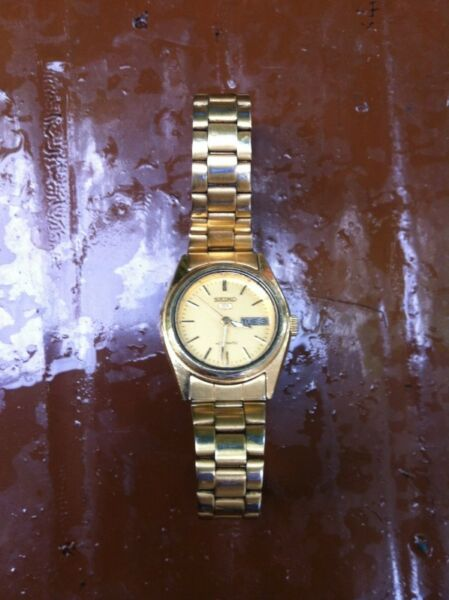 Genuine Seiko 5 Automatic 21 Jewels Women's Watch. In good working condition.
