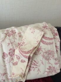 Curtains in pink and cream