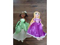 2 X Small Disney soft dolls
