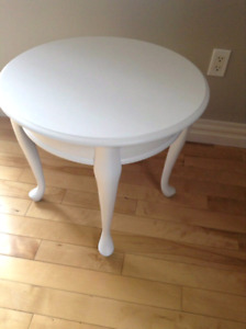 SOLID WOOD ACCENT TABLE- MINT