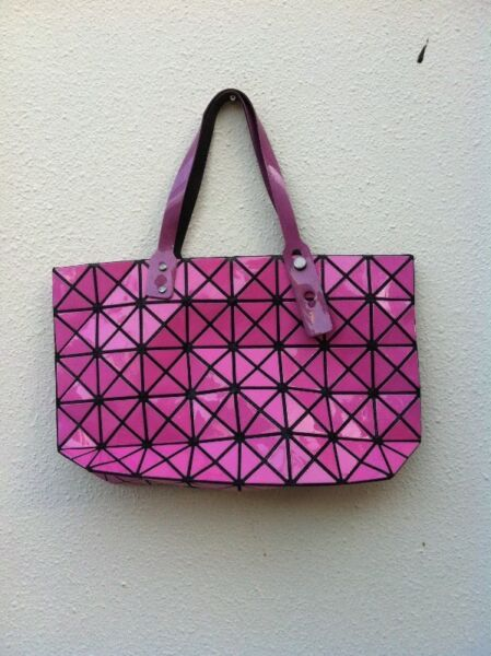 Pink shoulder bag. New and never used yet. Dimension 42 x 27 x 10cm.