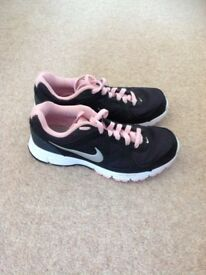 Nike Ladies Trainers Size 4.5 Excellent Condition