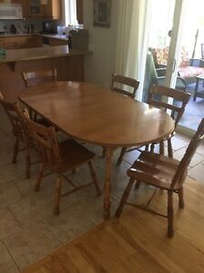 Roxton maple dining set (6 matching chairs)