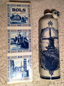 VINTAGE BOXED DUTCH DELFT BLUE BRANDY BOTTLE WITH WINDMILL DESIG